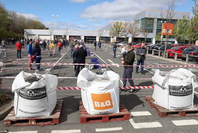 The shoppers at B&Q have taken no notice of please from politicians for them to stay home