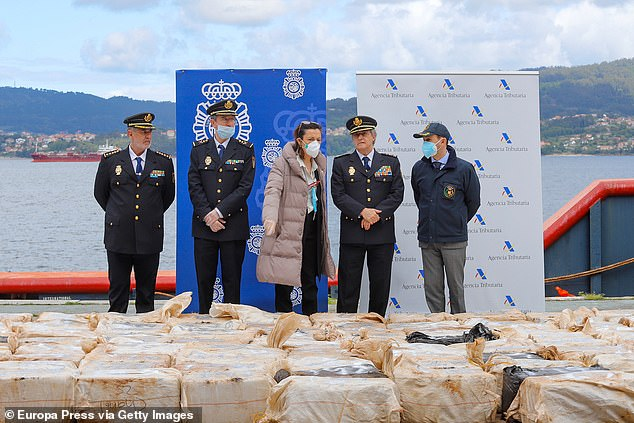 Government sub-delegation in Pontevedra, Maica Larriba (third from right), Commissioner General of the Judicial Police, Eloy Quiros (second from right) and Head of Customs Regional Tax Office in Galicia, Jaime Gaya (right), at a press conference on Tuesday to uncover 4.4 tons of cocaine that was confiscated April 25