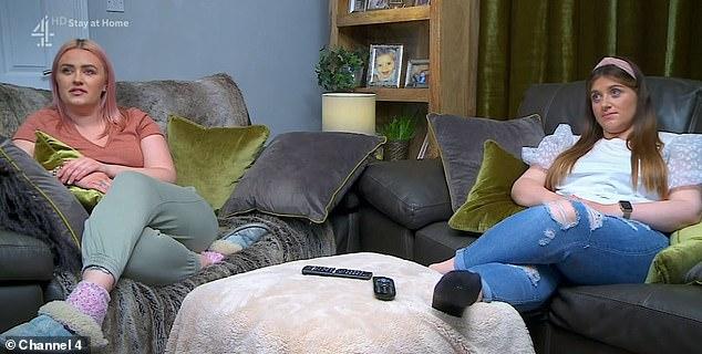 Critiqué: les sœurs Ellie et Izzi de Leeds ont fait l'objet de plaintes de téléspectateurs les accusant de ne pas respecter les directives