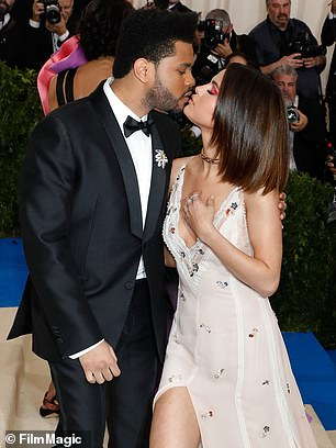 Official: Selena kissed a Canadian singer kiss at the 2017 MET Gala