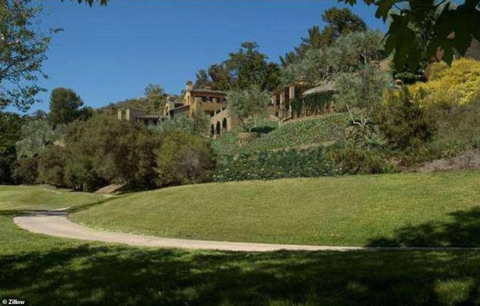 In November 2013, Musk bought the Bel Air home for three-quarters of an acre for $ 6.75 million. Musk has since turned the property into a private school