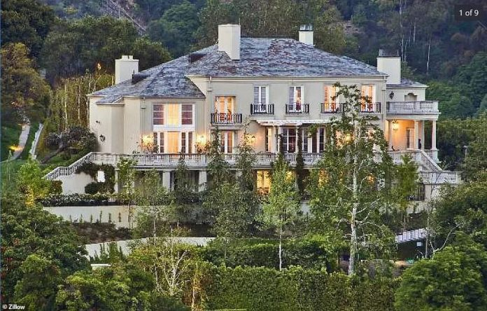 On Monday, it was revealed that the billionaire had listed two Bel Air properties on Zillow. According to Zillow, the two houses have only been on the site for 18 hours. This property has been listed for $ 30 million. It was bought by Musk in 2012 for $ 17 million