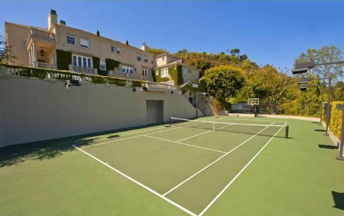 One of the features of the mansion is a tennis court (photo), according to the list