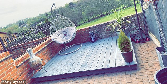 Amy bought several items from B&M - including her Lay-Z-Spa which was £ 250 and the egg chair £ 150. In the photo, Amy's impressive new outdoor space