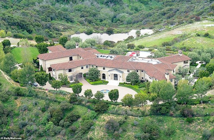 El Príncipe Harry y Meghan Markle han estado viviendo en este escondite ultra lujoso de Beverly Hills que pertenece al magnate de Hollywood Tyler Perry, DailyMailTV puede revelar exclusivamente