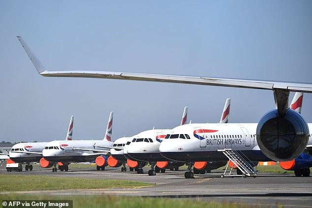 L'industrie du voyage a réagi avec horreur à l'annonce de la mise en quarantaine de deux semaines, avec un patron de la société prévenant qu'il pourrait «le tuer complètement». Sur la photo: un avion de British Airways à l'aéroport de Bournemouth cette semaine