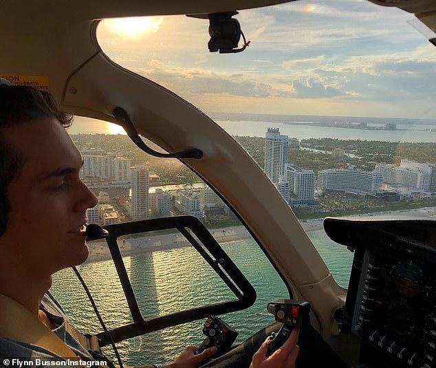'Cuidado con los cielos': en 2016, Flynn reveló que había adquirido una licencia de piloto a la edad de 19