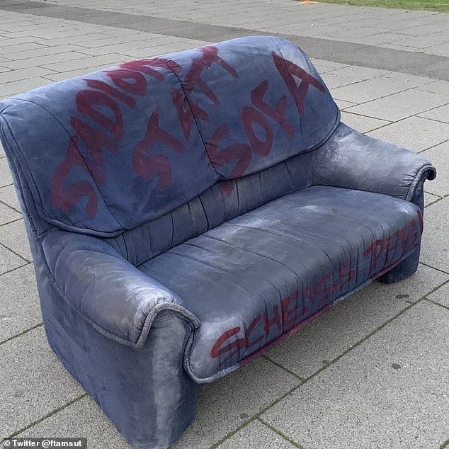 Stadium is not a sofa! Fight ghost game! 'was written on the couch outside the Cologne land