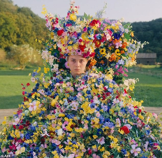 Size: the unforgettable 30 pound May Queen floral dress by Florence Pugh de Midsommar is now the property of the Academy Museum