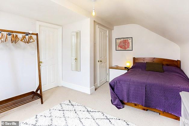 A casa da família se estende por três andares e tem quatro quartos