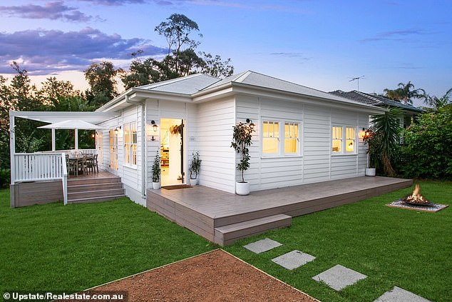 Sold! LNR star Anthony Watmough sold his beautiful Sydney beach cottage (photo) for around $ 2.5 million