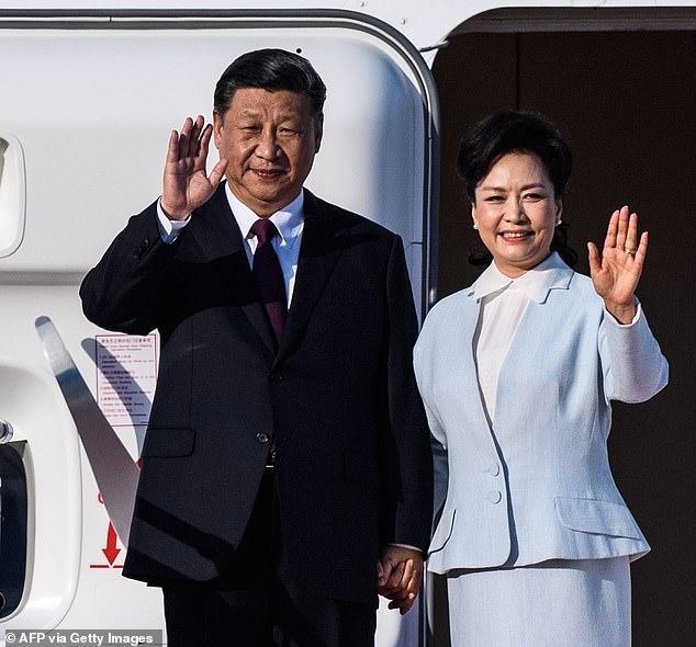 Peng (right) married Xi (left) in 1987, when he was divorced deputy mayor of Xiamen City