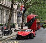 Insta :  Le rappeur Swarmz échappe à sa blessure après que la supercar Ferrari s'est écrasée avec un bus dans le centre de Londres