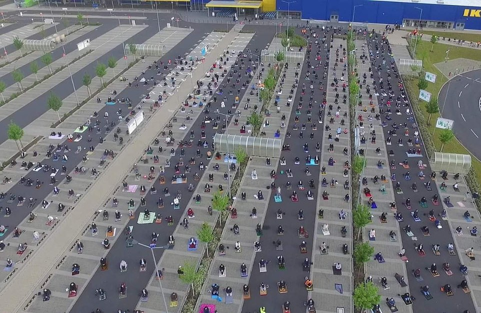 With the recognisable Blue and Yellow of the IKEA behind them, the community kept roughly 1.5 meters apart from one another while praying, as is required by Germany's coronavirus measures