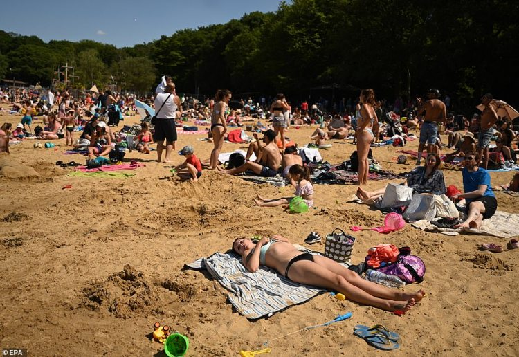 People enjoy the sunshine on a beach at Ruislip Lido at a reservoir in Ruislip, Britain, 31 May 2020 amid soaring temperatures