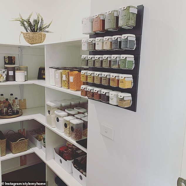 She placed sesame seeds, chicken marinade, cumin, poppy seeds, bay leaves, chives, rosemary, black pepper and onion powder in the easy-to-open tubs that can easily be dismounted from the wall when you're cooking