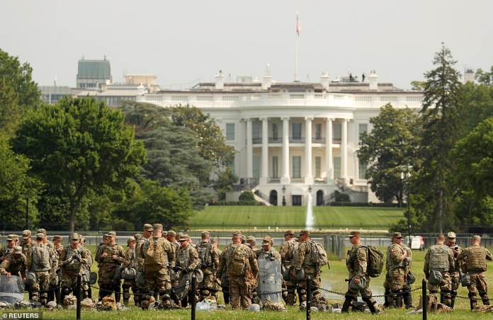 WASHINGTON, D.C .: Soldiers in uniform stand in front of the White House before Saturday's demonstration
