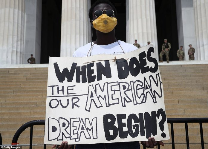 WASHINGTON, D.C .: A protester stands in front of the Lincoln Memorial during a peaceful demonstration Saturday morning