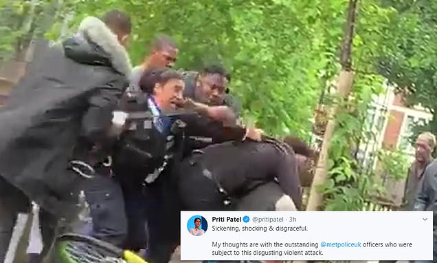 Passersby take selfies as police officer wrestles with suspect