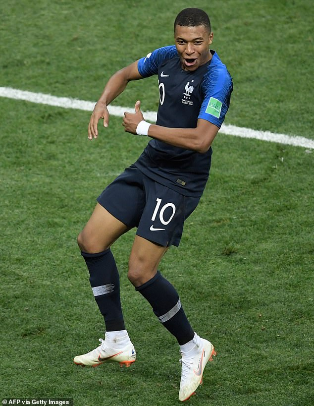 Kylian Mbappe poursuit son dernier but en Coupe du Monde avec un but lors de la victoire finale de la France en Euro 2020