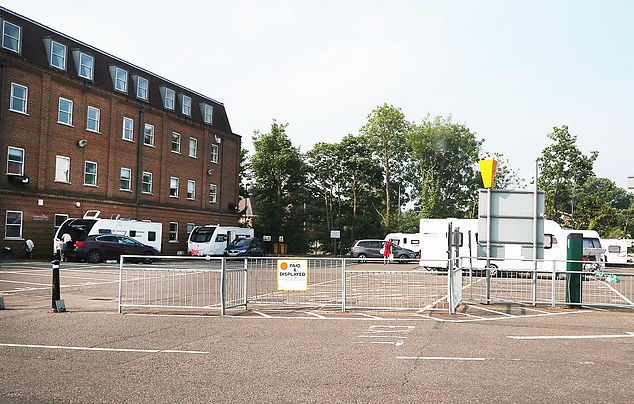 A number of vehicles were seen arriving at the Watford Leisure Centre car park on Wednesday