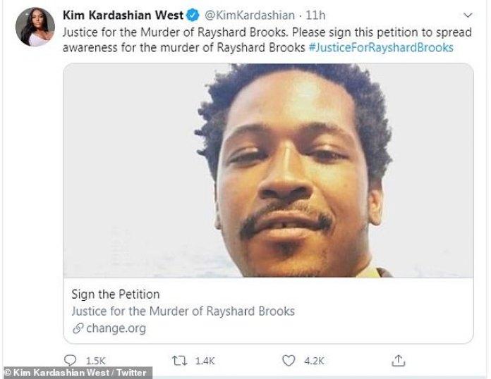 Firme la petición: Kim Kardashian tuiteó sobre el incidente el domingo temprano y compartió una petición pidiendo cargos y justicia.  'Justicia por el asesinato de Rayshard Brooks.  Firme esta petición para dar a conocer el asesinato de Rayshard Brooks ', escribió.