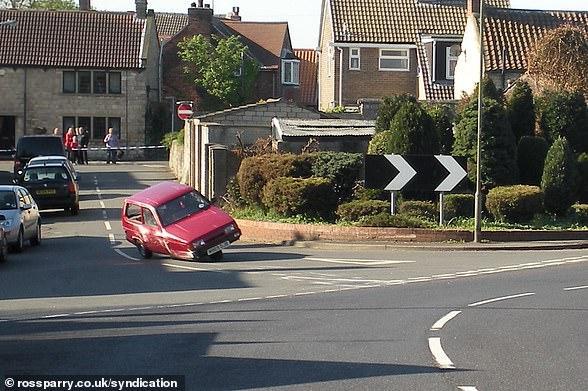 Zum Teufel: In einem mittlerweile berühmten Segment von Top Gear hat der ehemalige Moderator Jeremy Clarkson einen Reliant Robin mehrmals umgedreht (Bild)