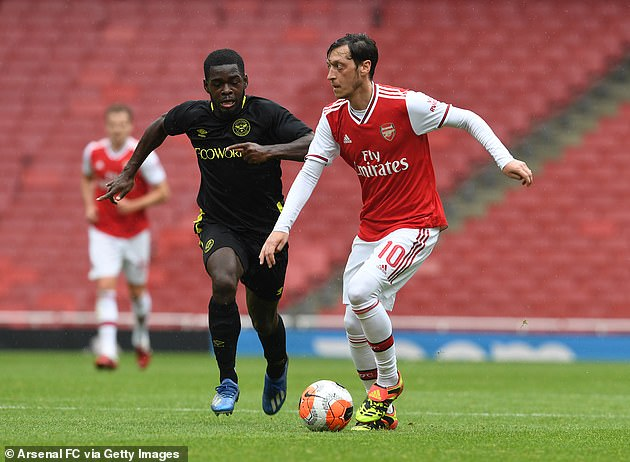 Ozil participated in Arsenal warm-up matches and suffered no injuries