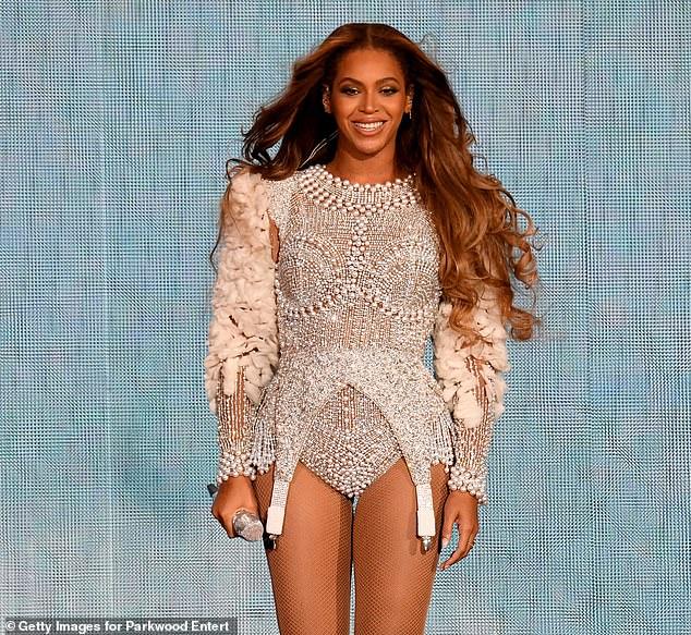 Elle est de retour!  La nouvelle chanson de Beyonce, Black Parade, est sa première nouvelle œuvre solo depuis qu'elle a prêté sa voix à l'album compagnon du Roi Lion, The Gift, en 2019