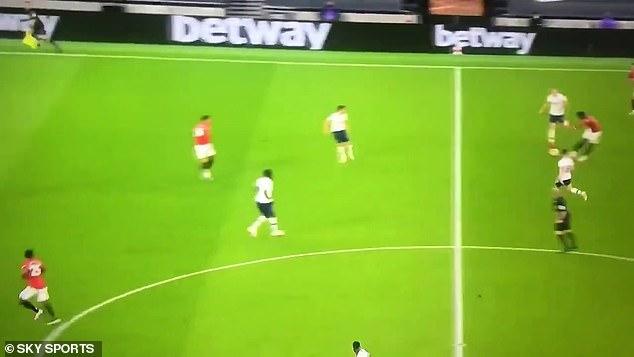 Paul Pogba a laissé les fans de Man United ravis après une superbe passe en volée de Marcus Rashford