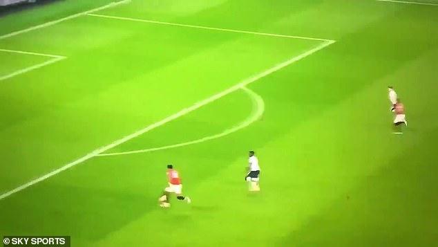 Le ballon était également parfaitement lesté et a joué à Rashford avant qu'un mauvais contact ne laisse les Spurs se dégager.