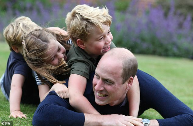 This photo shows the three brothers and sisters to laugh uncontrollably and stack them on a transmission Prince William