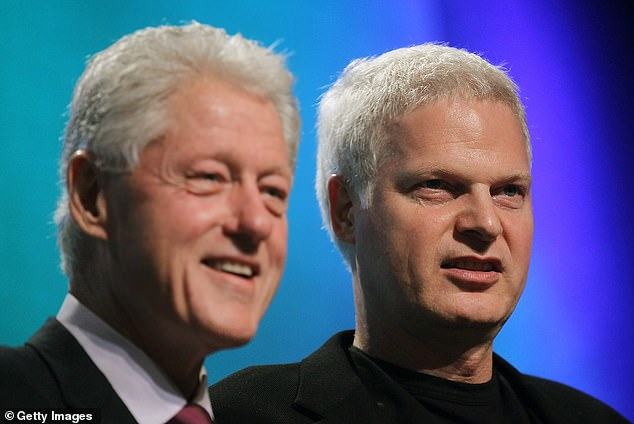 Philanthropist Steve Bing and Bill Clinton in 2010, at a meeting of the Clinton Global Initiative