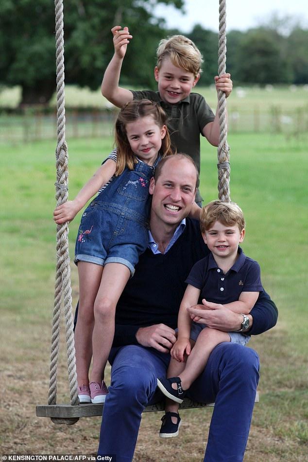 Le prince William photographié avec ses enfants dans une douce photographie prise par son épouse Kate et partagée pour marquer son 38e anniversaire le week-end dernier