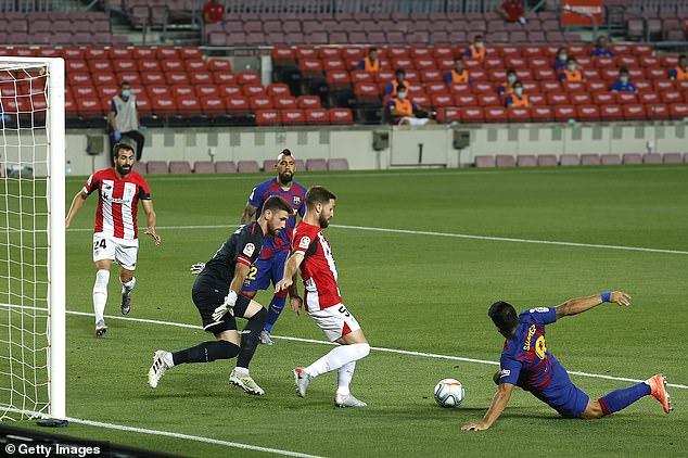 Barcelona striker Luis Suarez could not find a way pastAthletic goalkeeper Unai Simon