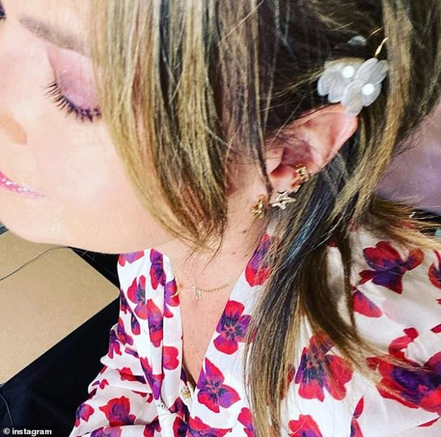 Accessories: While filming the show at her home in New York State, Savannah has been combing her hair and experimenting with pins and headbands