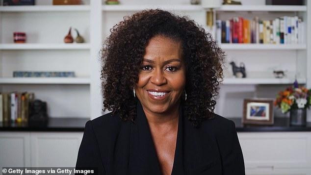 L'ancienne Première Dame Michelle Obama a remis les honneurs à la chanteuse de 38 ans, citant ses efforts caritatifs et son activisme aux niveaux mondial, national et local - tels que la `` générosité d'esprit de la chanteuse et son amour de sa communauté ''.