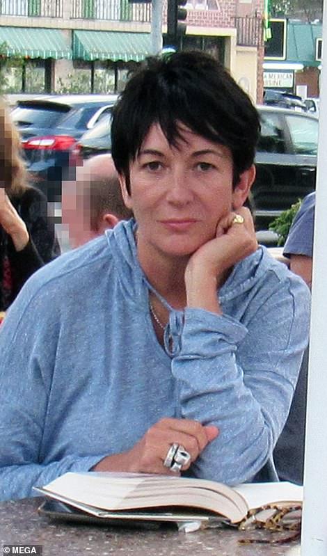 Maxwell n'a pas été vu depuis août dernier, quand elle a été photographiée lors d'une In-N-Out Burger à Los Angeles, dix jours après Epstein suicide