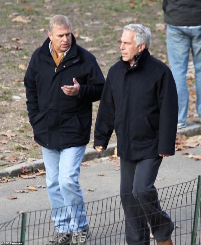 Andrew est photographié avec Epstein en disgrâce dans Central Park à New York en 2010