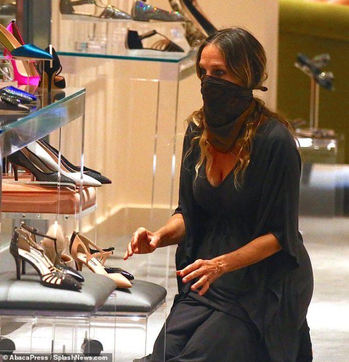 ¡Abierto!  La tienda de Sarah's Midtown se abrió el martes a las 11 a.m. con medidas de seguridad implementadas