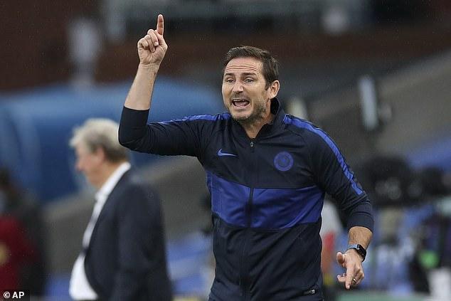 Le patron de Chelsea, Frank Lampard, a essayé de signer l'arrière gauche alors qu'il cherche à se renforcer