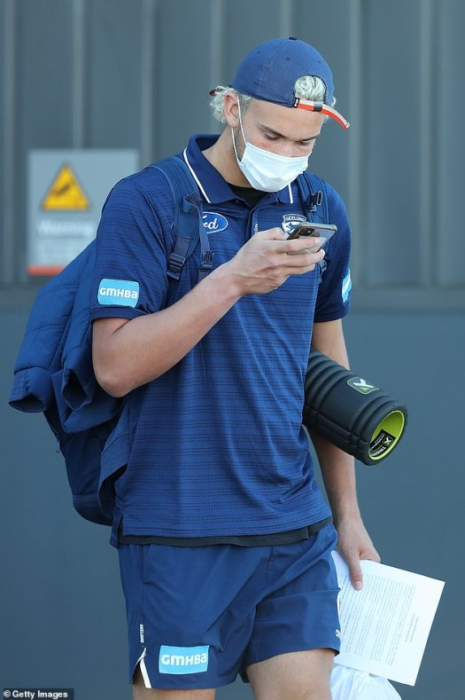 AFL stars don face masks as they land in Perth to dodge ...