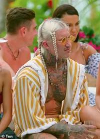 Bachelor in Paradise fans mock Ciarran Stott as he debuts his 'American rapper' style braids
