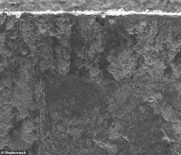 Metal under ascanning electron microscope.The researchers have filed a provisional patent on a process to manipulate steel to make longer-lasting blades