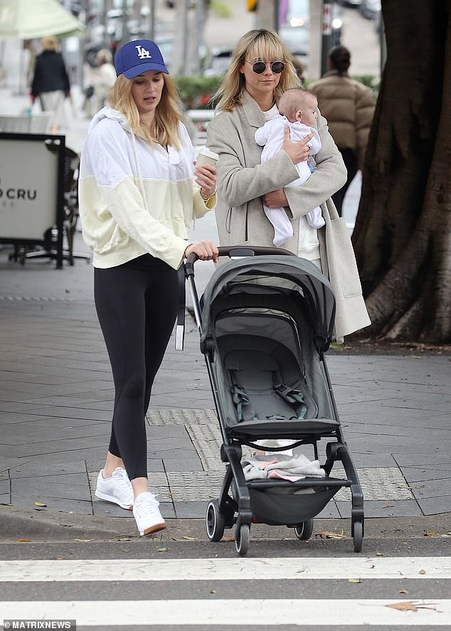 Girls day!Jasmine pushed Harper's stroller and carried a coffee as they walked around the shops
