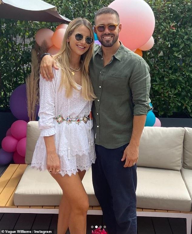Célébrations: Vogue Williams a partagé une série de clichés du 32e anniversaire de son mari Spencer Matthew et a admis que c'était la première fois qu'elle buvait en un an