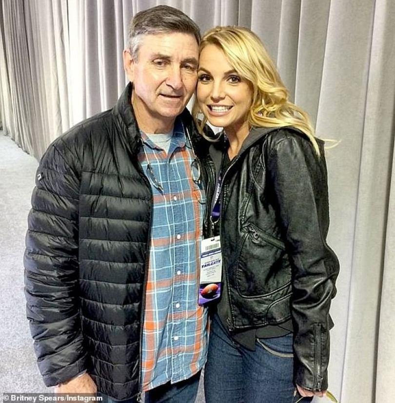 Procura uma mudança: Britney disse em documentos judiciais que se opõe fortemente a que seu pai, Jamie, continue como único conservador de seu patrimônio e finanças. Ele foi nomeado em 2008 para supervisionar o bem-estar dela após sua crise de saúde mental de alto perfil