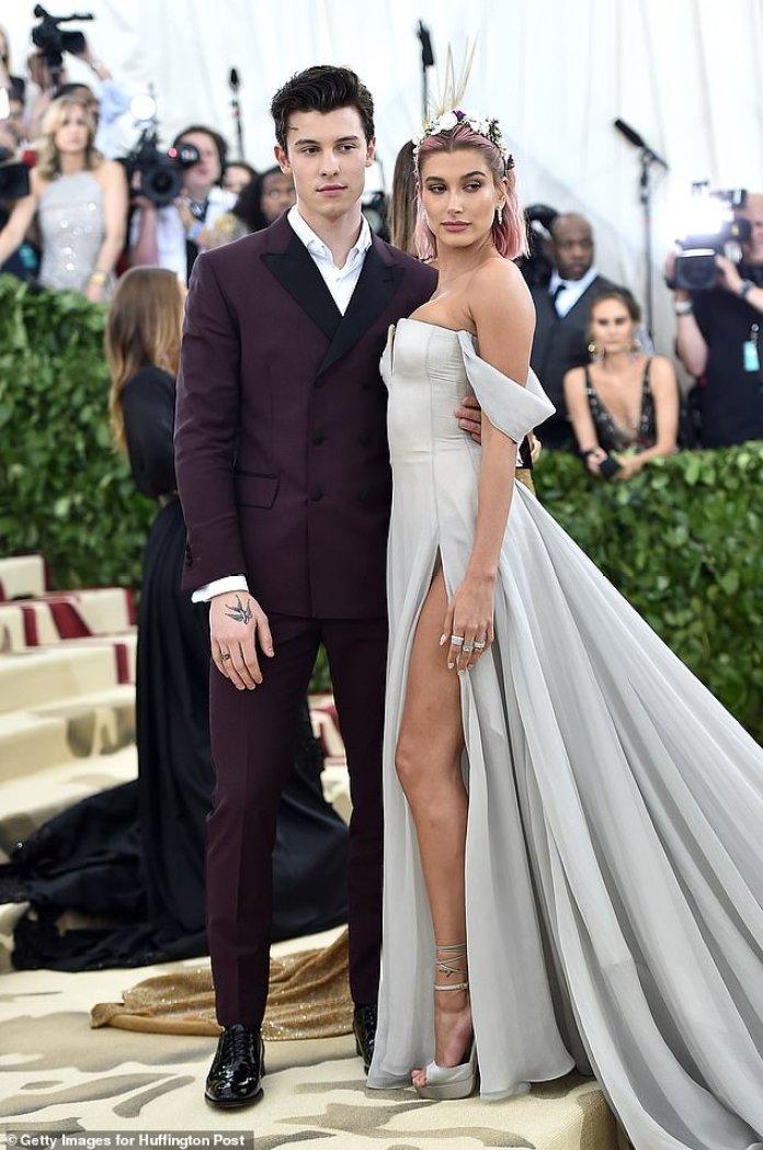 Fechas: asistió a la Met Gala con él en mayo de 2018, aunque nunca etiquetaron públicamente su relación, se reconcilió con Justin pocos días después de la Met Gala (en la foto de 2018)