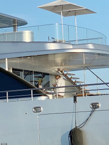 Steve Bannon Pictured Relaxing on Fugitive Chinese Billionaire's Superyacht Hours Before His Arrest for We Build the Wall Fundraiser Scam