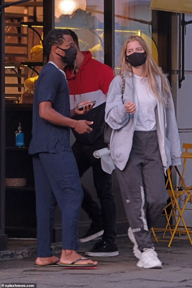 Sensitive: they both covered themselves with a face mask when traveling